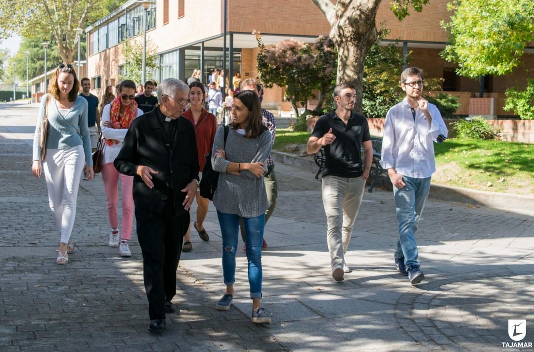 Ortiz-Echagüe Enseña Tajamar A Grupo De Estudiantes De Arquitectura De Madrid