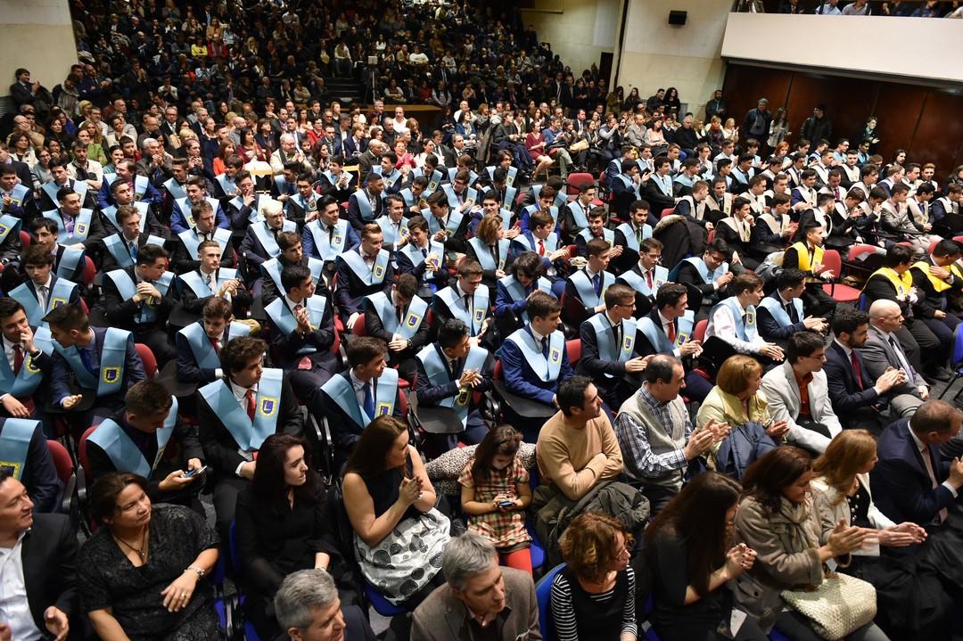 """150 alumnos de Tajamar se gradúan """"cum laude"""""""
