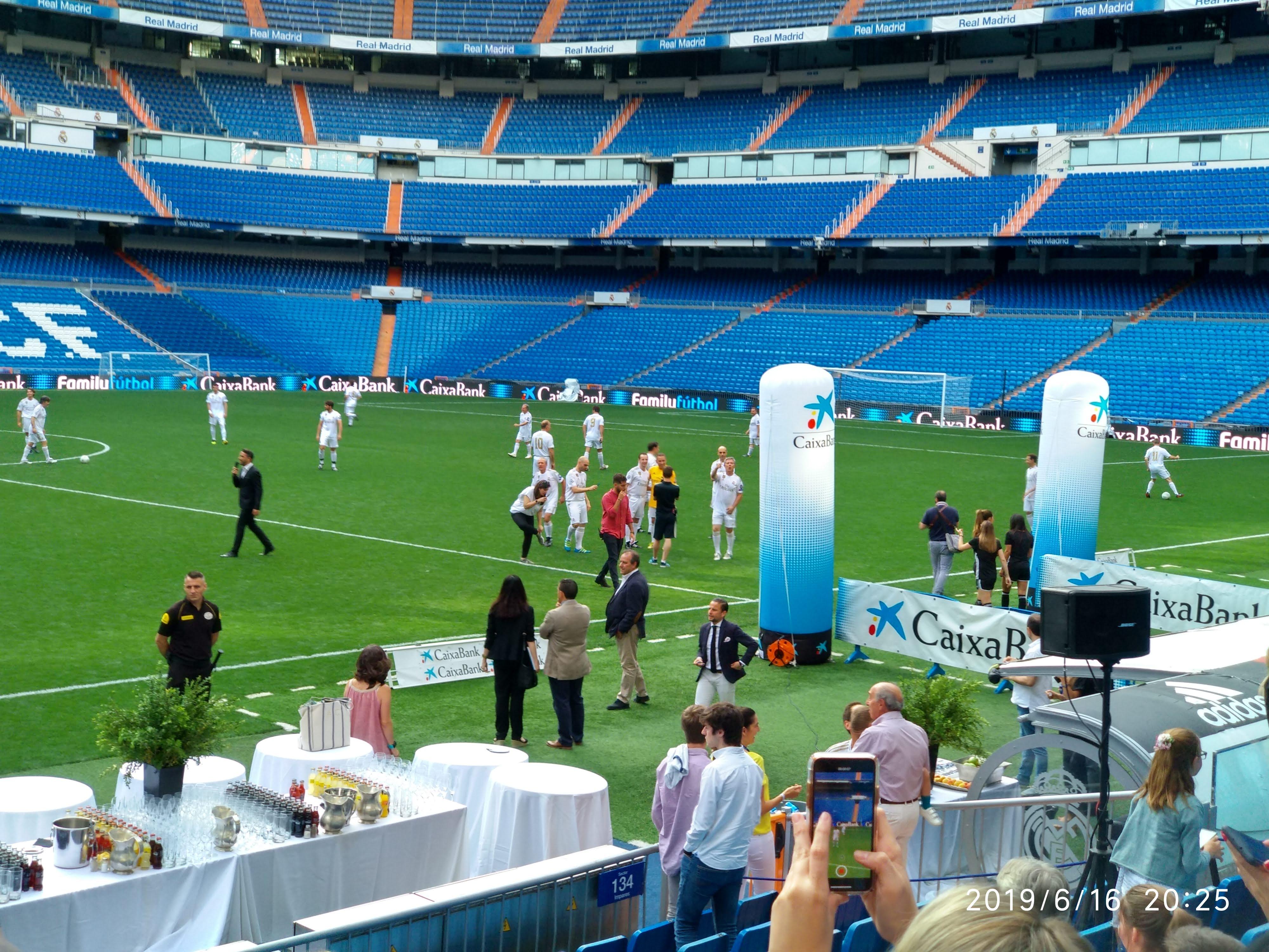 Luis Sánchez Ha Puesto El Colofón A Su Vida Laboral Con Una Despedida Por Todo Lo Alto En El Bernabéu